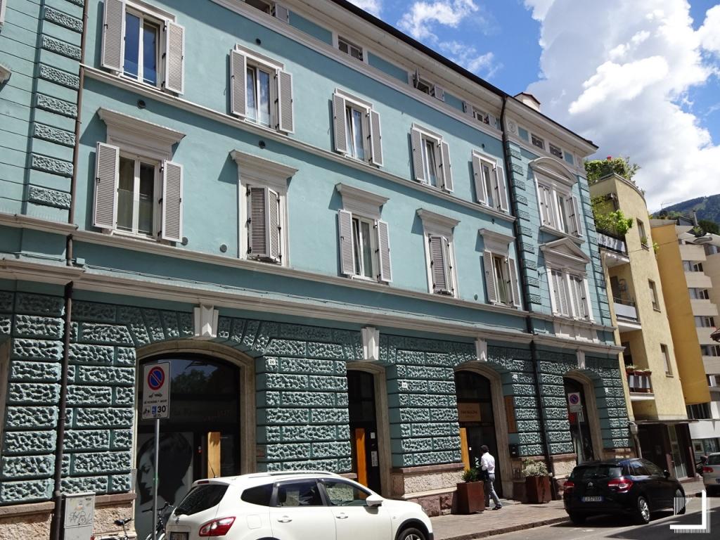 Rosmini residence renovation house bolzano apartments for Progetto casa design